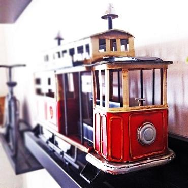 Κόκκινο διακοσμητικό τραμ - 32 εκ.